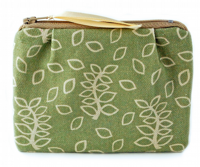 Green leaves little purse