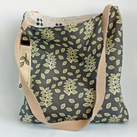 Smokey leaves tote shopper