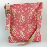 Dusky leaves tote bag