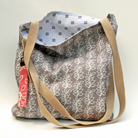 Stone grey leaves tote bag