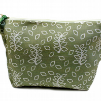 Green leaves toiletries pouch
