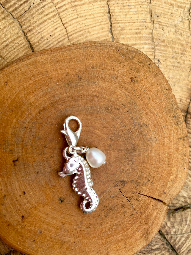 Clip on charm - Seahorse with Cream Freshwater Pearl drop