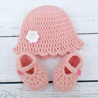 Newborn Baby Girl Hat and Shoes Set - Pink Baby Hat and Shoes