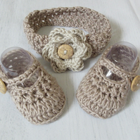 Crochet Baby Girl Shoes And Headband Set In Size 3-6 Months
