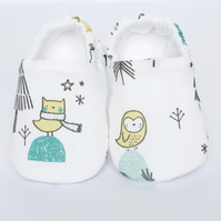 White baby shoes, booties and crib shoes, white shoe with owl print.