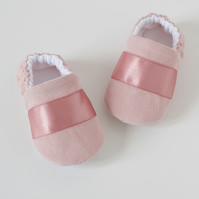 Baby girls shoes, Pink corduroy shoe with satin trim.