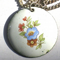 round pendant - white with transfer flowers No1