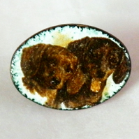 small brooch - dachshunds (transfer)