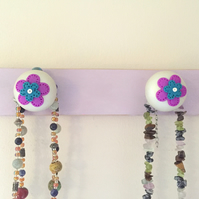 Wall mounted jewellery organiser hanger