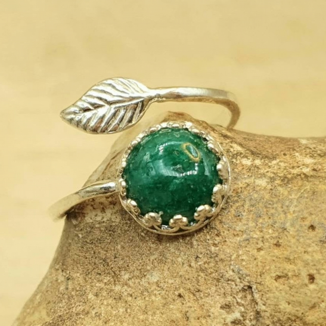 Emerald leaf ring. May birthstone 925 sterling silver