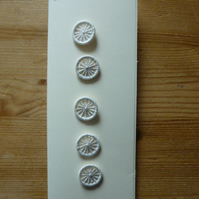 Set of 5, 18 mm, Dorset Cross Wheel Buttons, White D18