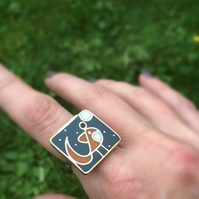 Tiny Fox gazing at the Moon ring. Silver brass and resin.Glow in the dark.size k