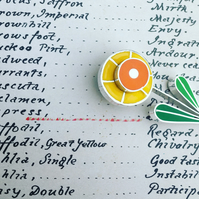 Daffodil pin in sterling silver and resin