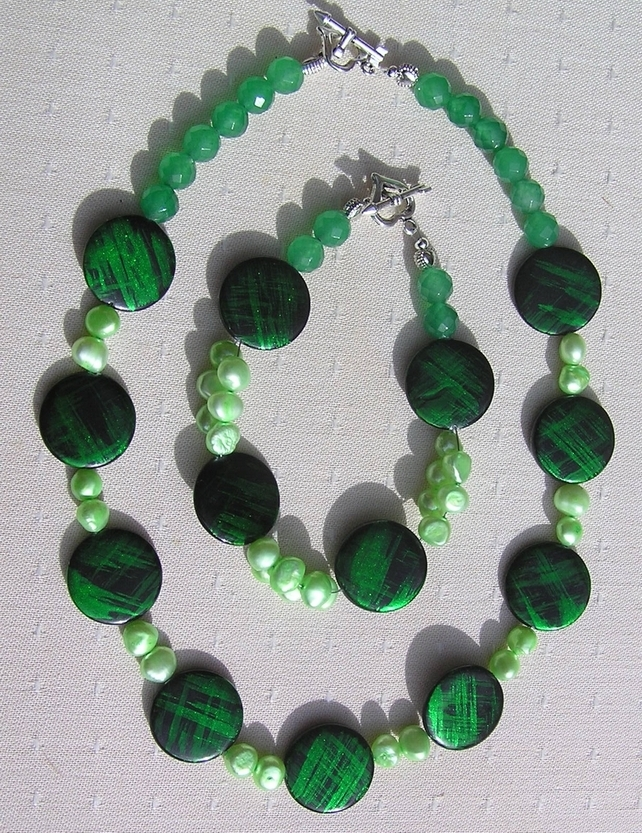 Necklace & Bracelet Set - Mother of Pearl, Green Jade and Freshwater Pearl