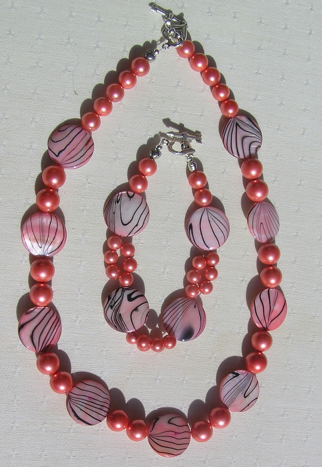 "Necklace & Bracelet Set - Mother of Pearl and Shell Pearl - ""Pink Fantasia"""