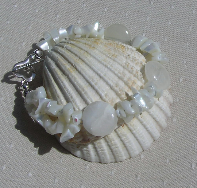 "Cream Bowenite & White Mother of Pearl Crystal Gemstone Bracelet ""Magnolia"""