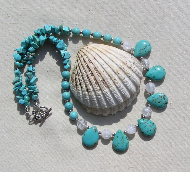 "Turquoise Magnesite & Clear Quartz Gemstone Statement Necklace ""Embo"""