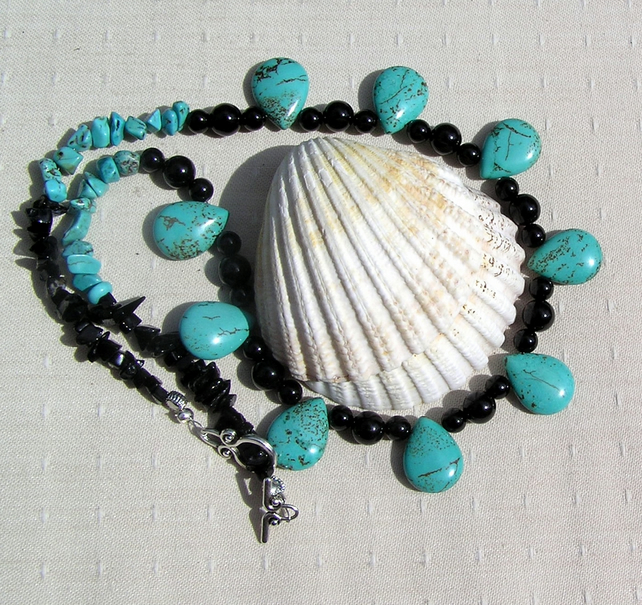 "Turquoise Magnesite & Black Onyx Gemstone Necklace ""Calypso Dusk"""