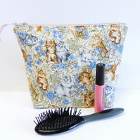 Make up bag, zipped pouch, William Morris 'Cats'. Large size