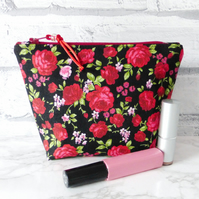 SALE: Red roses make up bag, zipped pouch, cosmetic bag, medium size.
