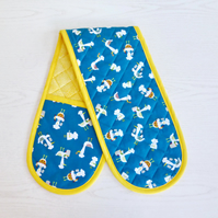 Oven Gloves. Quilted. Comical chickens