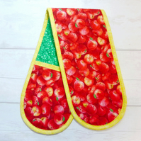 Oven Gloves. Quilted. Red apples
