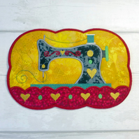 Sewing machine mug rug