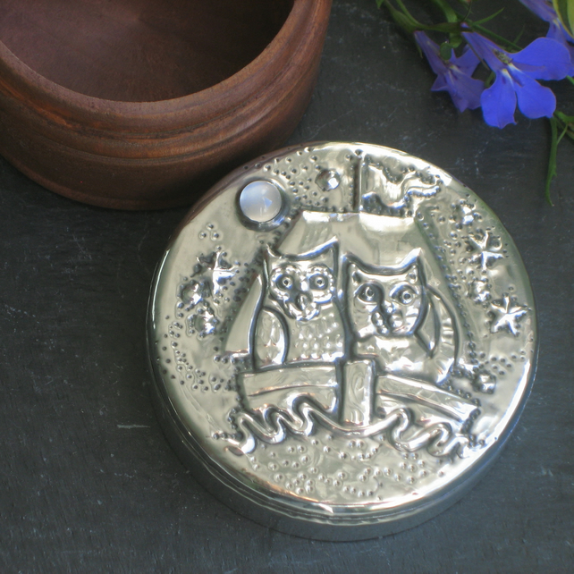 The Owl and the Pussycat Trinket Box in Pewter with Moonstone