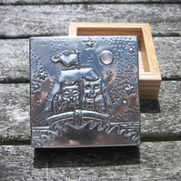 The Owl and the Pussycat Ring Box in Oak Wood and Pewter