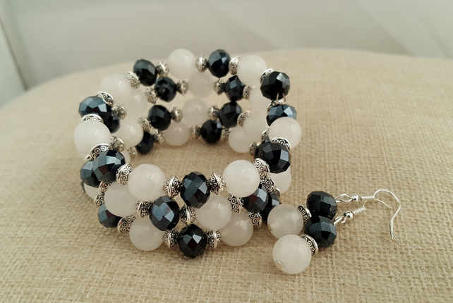 White jade and black glass bracelet and earrings - 2001048S