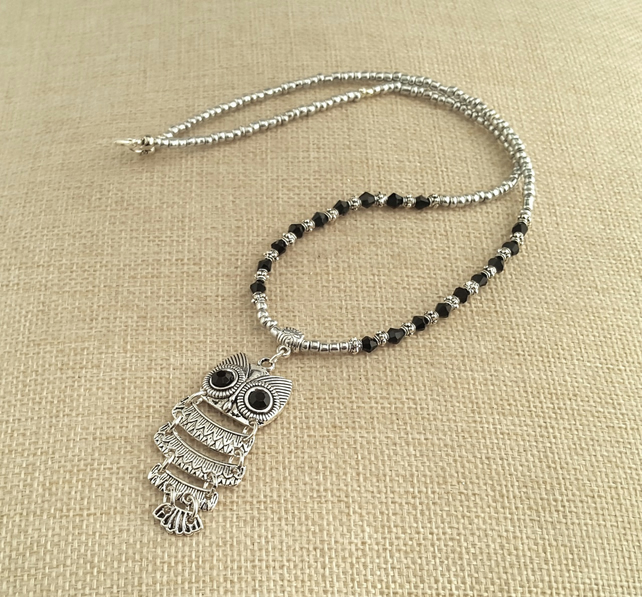 Silver and black bead necklace with owl pendant - 1001158