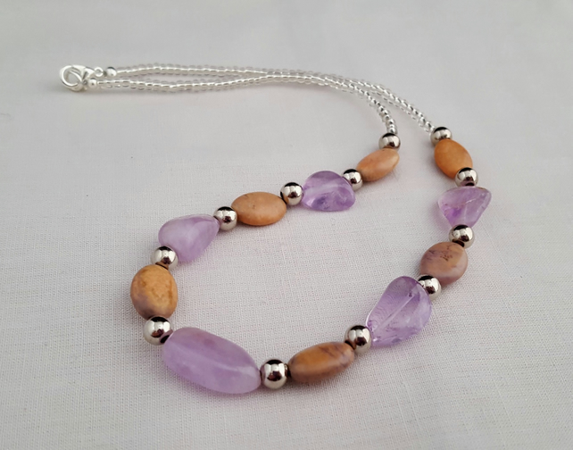 Lilac and beige gemstone necklace - 1001767