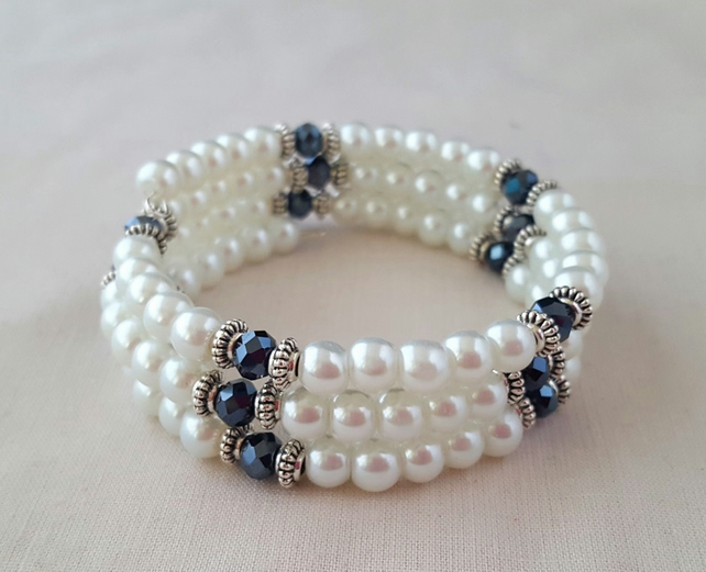 White pearly wrap bracelet with black sparkly beads - 2001282