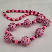 Long pink and purple wooden beaded necklace - 1002223
