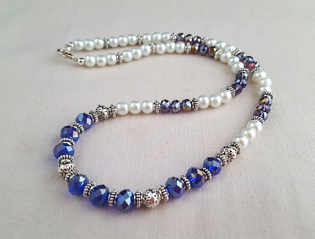 White glass pearl necklace with purple sparkly beads - 1002277