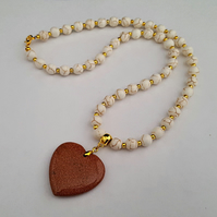 Cream howlite necklace with goldstone heart pendant - 1002308