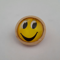 Emoji brooch in wooden setting 007