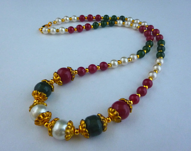Red, green, white and gold bead necklace - 1002357