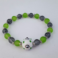 Green, white and black glass bead bracelet - 2001401