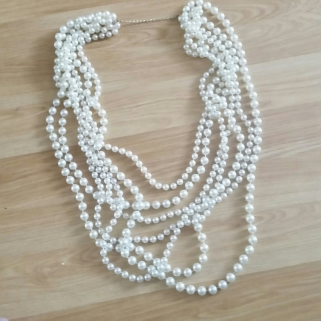 1 Elegant White Beaded Necklace for special night out