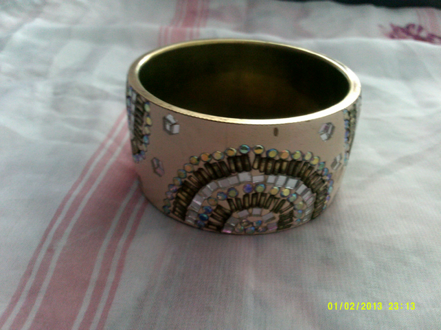 1 pretty metal bangle for special someone