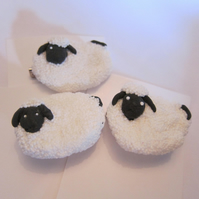 Little sheep badge or brooch - mini-gift - stocking filler