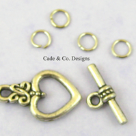 Toggle fastener clasp finding: Celtic knot heart design (antique silver colour)