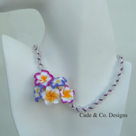 Necklace; Mauve & white seed bead twist  with feature flowers (N51)
