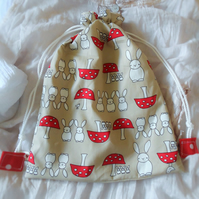 Wash bag with bunnies and mushrooms design