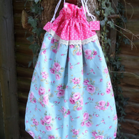 Pink roses laundry bag