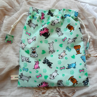 Wash bag with cute dogs design