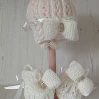 Baby diamante and bow hat and bootee set