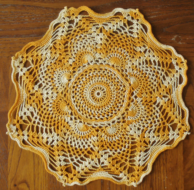 LOVELY CROCHET DESIGN in MULTI ORANGE  - STAR DESIGN with PICOT EDGING - 24.5cm