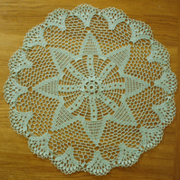 LARGE - 49cm -  MINT GREEN TABLE CENTREPIECE, MAT or DOILY - BEAUTIFUL STAR
